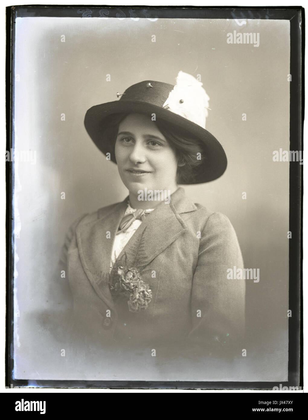 Miss Eely, 11 Nov 1913 (16702831932) - Stock Image