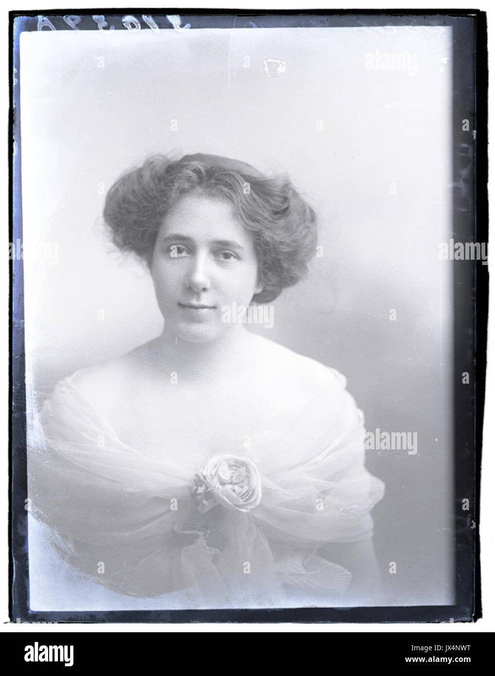 Miss Evett, 11 Nov 1916 (17065222451) - Stock Image