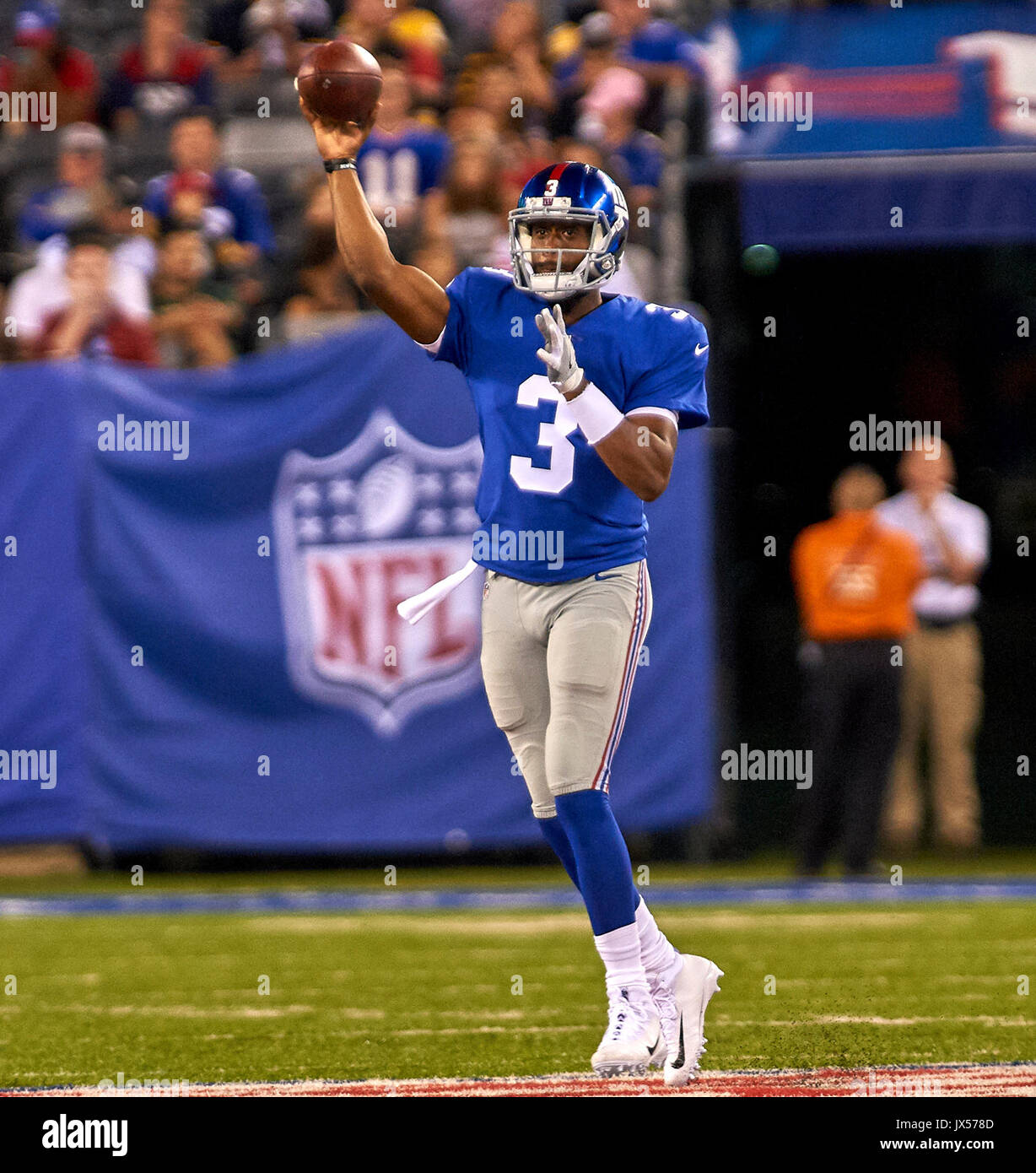 August 11, 2017 - East Rutherford, New Jersey, U.S. - Giants' quarterback Geno Smith (3) passes the ball during NFL pre-season action between the Pittsburgh Steelers and the New York Giants at MetLife Stadium in East Rutherford, New Jersey. Duncan Williams/CSM - Stock Image
