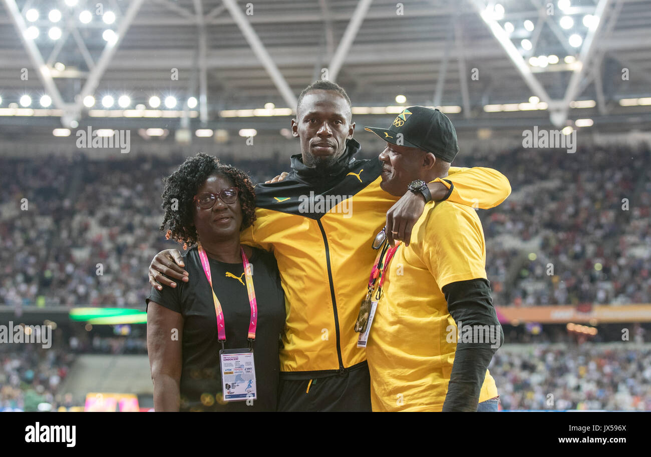 London, UK. 13th Aug, 2017. Usain BOLT with his parents Wellesley and Jennifer Bolt as he bids farewell to the track during the Final Day of the IAAF World Athletics Championships (Day 10) at the Olympic Park, London, England on 13 August 2017. Photo by Andy Rowland/PRiME Media Images. Credit: Andrew Rowland/Alamy Live News - Stock Image