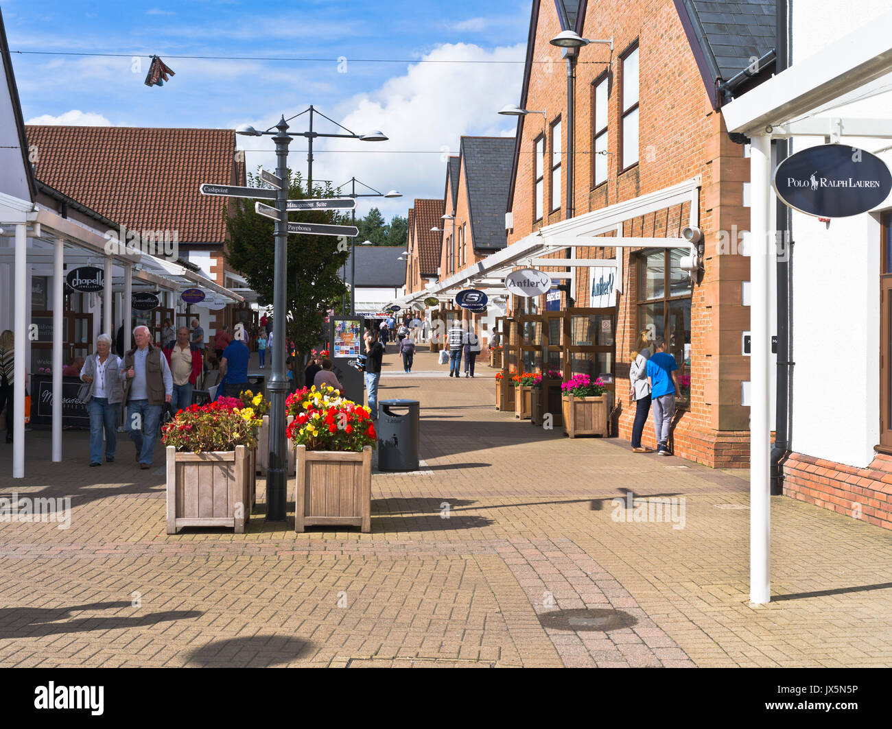 dh Gateway Outlet Village GRETNA GREEN DUMFRIES Shoppers mall shops outlets retail shopping scotland - Stock Image