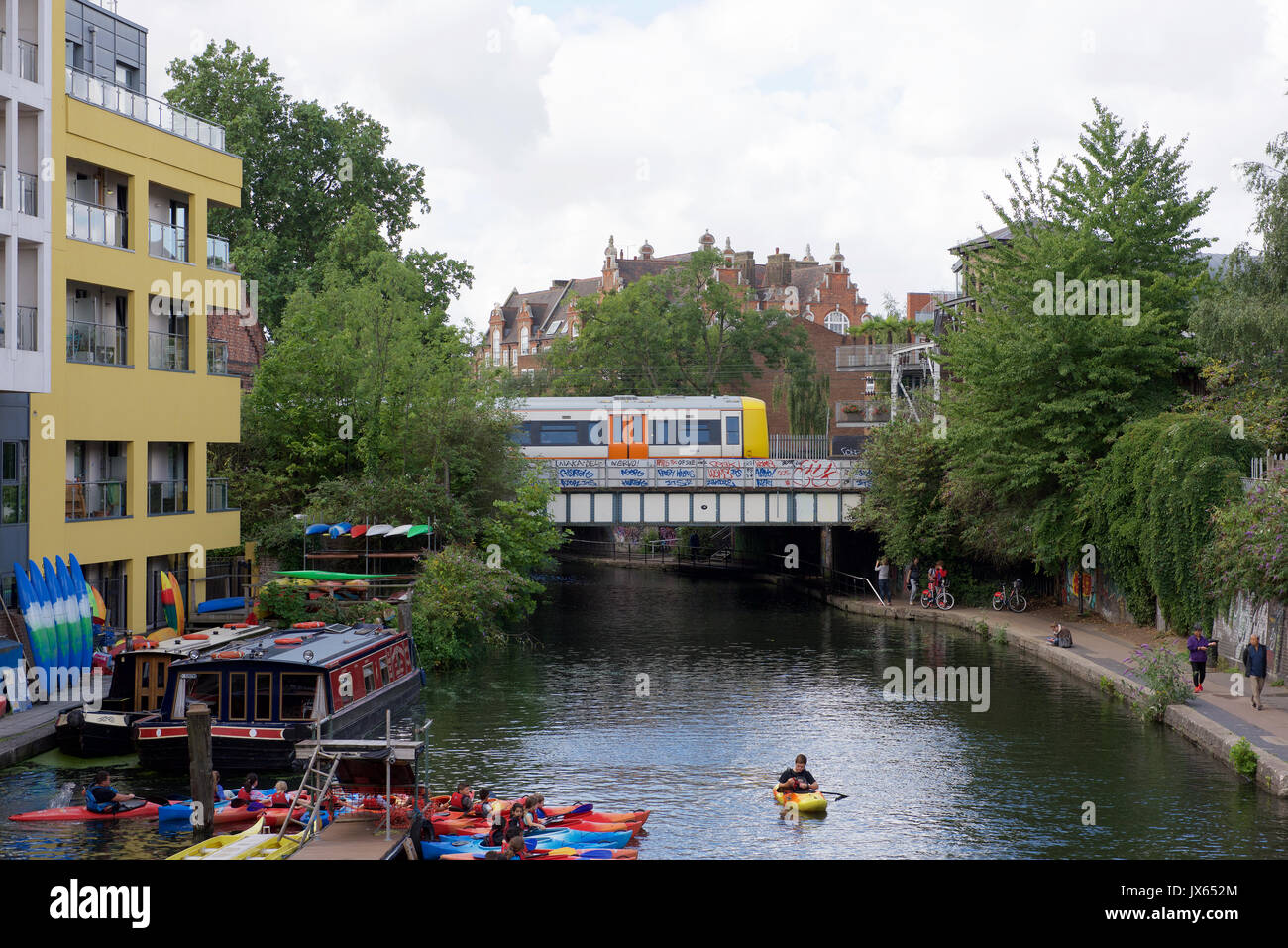 how to get to camden market by train