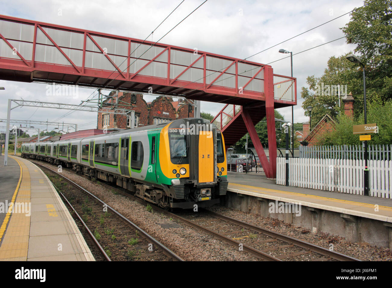 Cw 4052 350113 LM 14.02 Crewe to Euston at Stone 14.8.17. London Midland electric multiple unit no 350 113 arrives Stock Photo