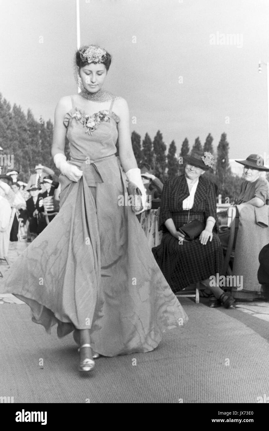 6dd36377b351 Evening Gown 1930s Stock Photos & Evening Gown 1930s Stock Images ...