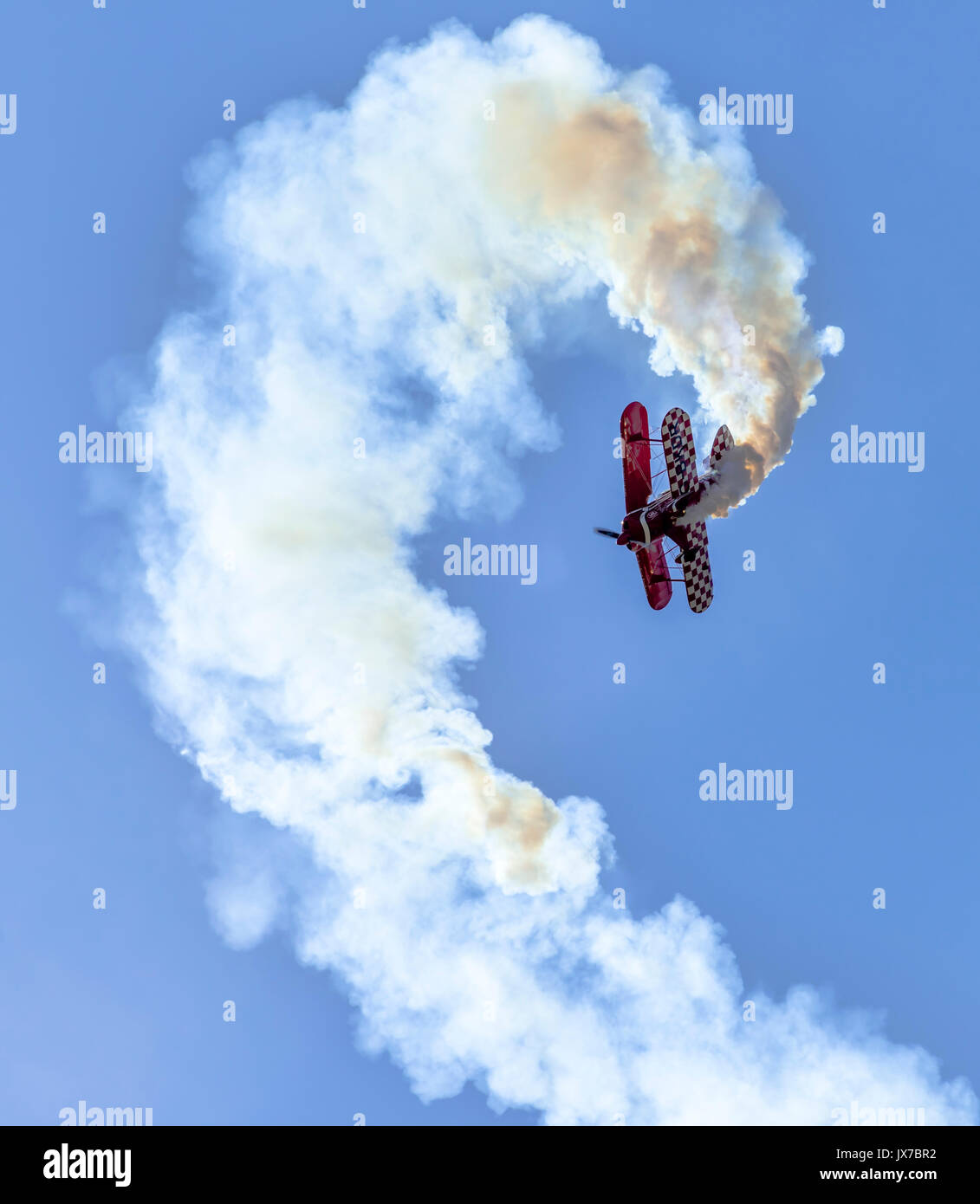 Lauren Richardson performing aerobatic stunts in her Pitts Special S1-S - Stock Image