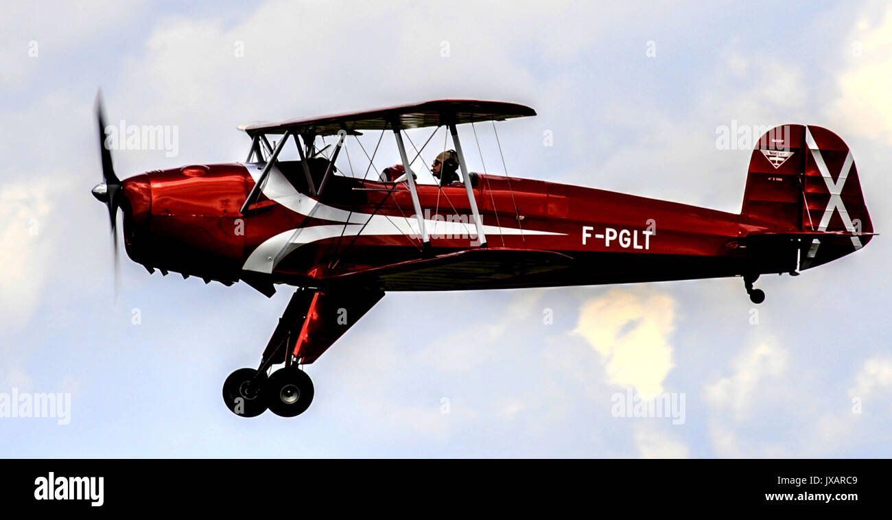 STAMPE PLANE IN THE AIR - BIPLAN PLANE - VINTAGE PLANE - RETRO PLANE - ACROBATIC PLANE - FRANCE DORDOGNE © Frédéric BEAUMONT - Stock Image