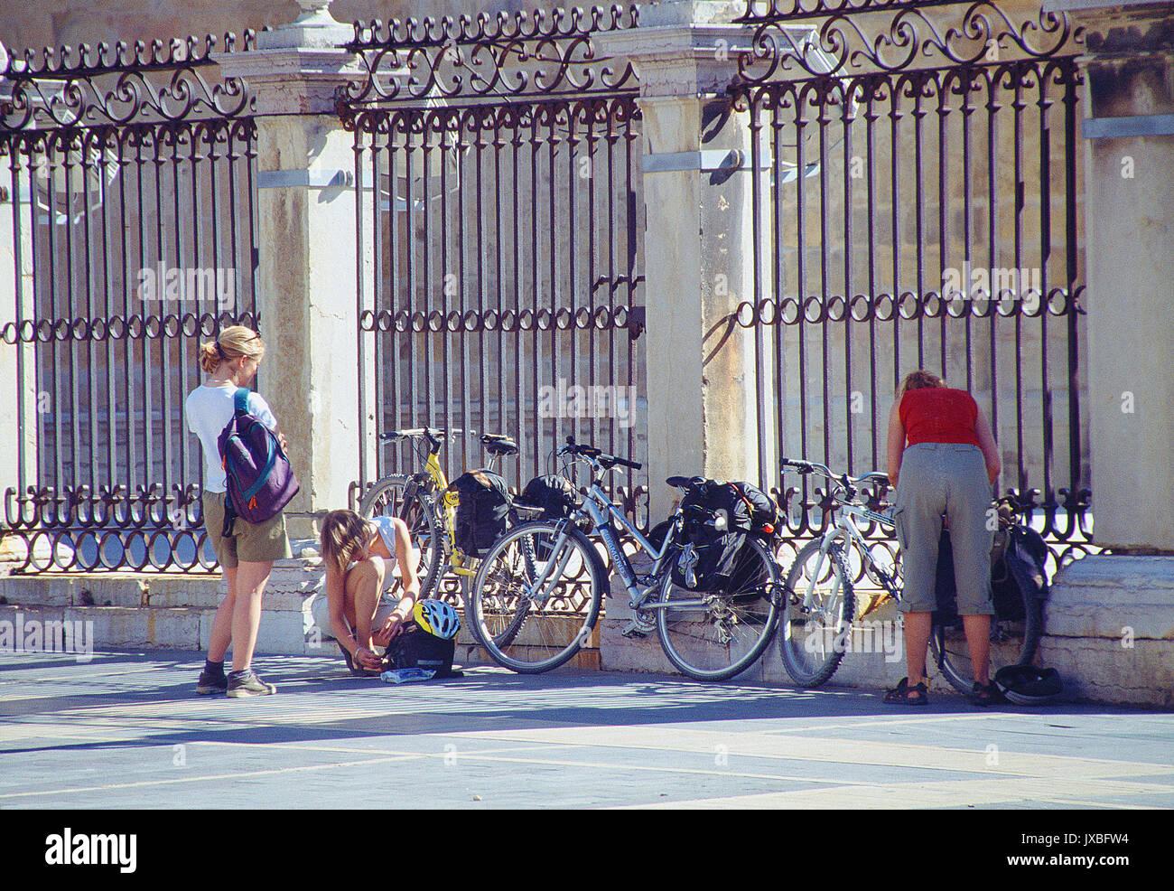 Three pilgrims by the cathedral. Leon, Castilla Leon, Spain. - Stock Image