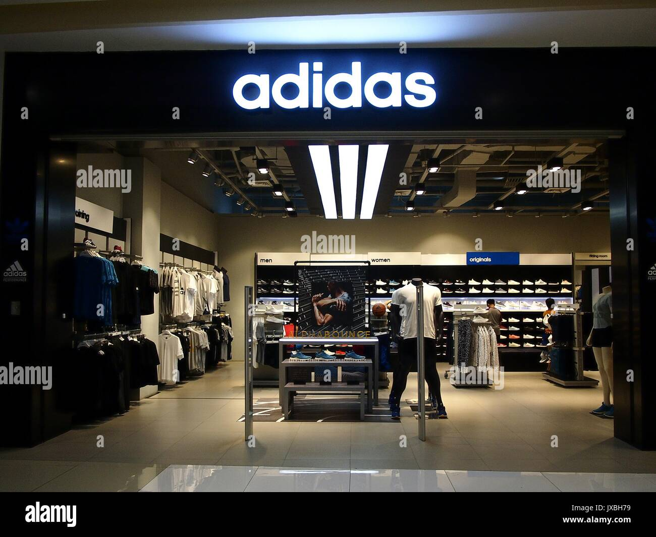 3c5ef468474 Robinsons Place Stock Photos   Robinsons Place Stock Images - Alamy