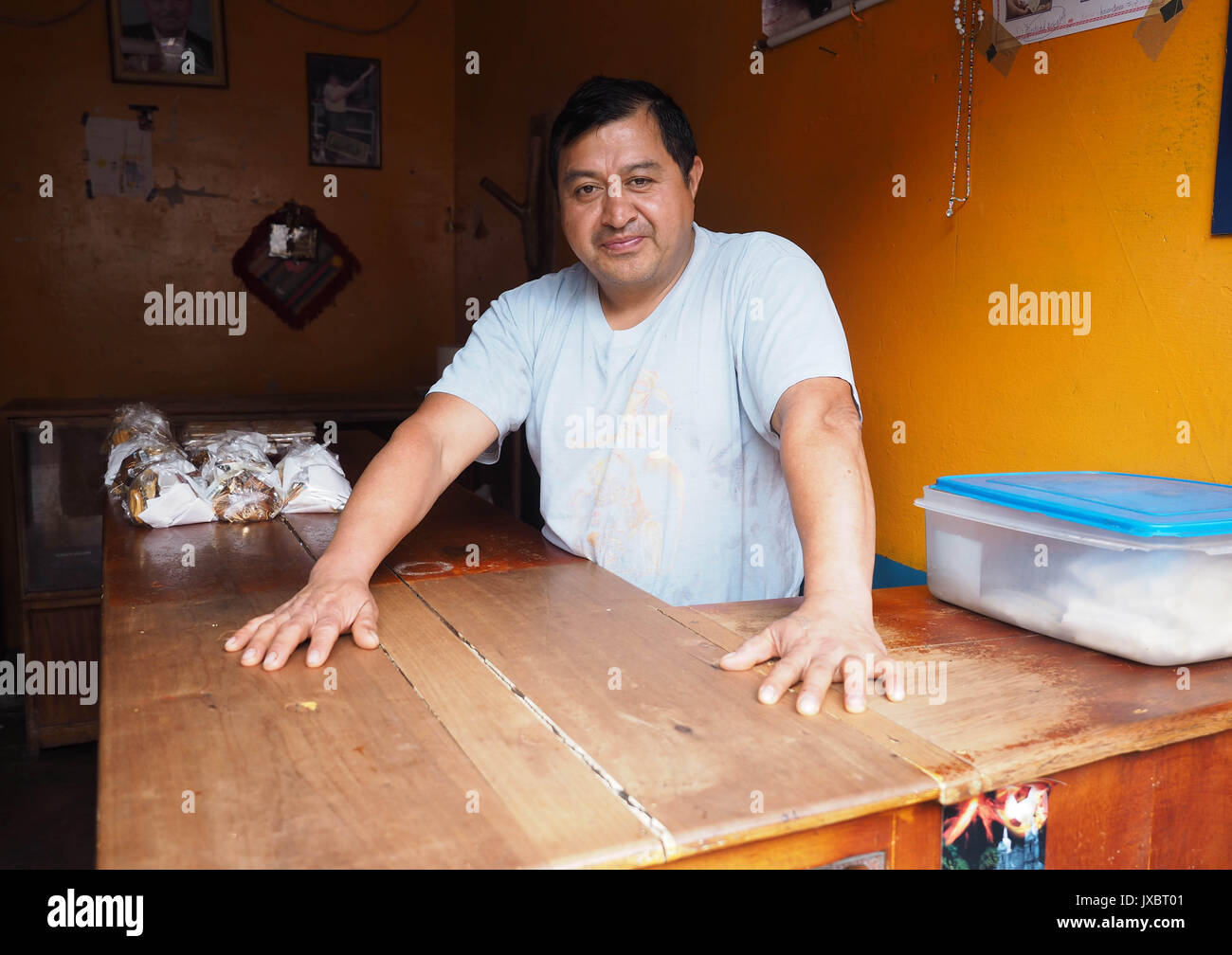 Luis PEREZ is a craftsman in the manufacture of Melcocha, a small sweetness much appreciated in Ecuador. - Stock Image