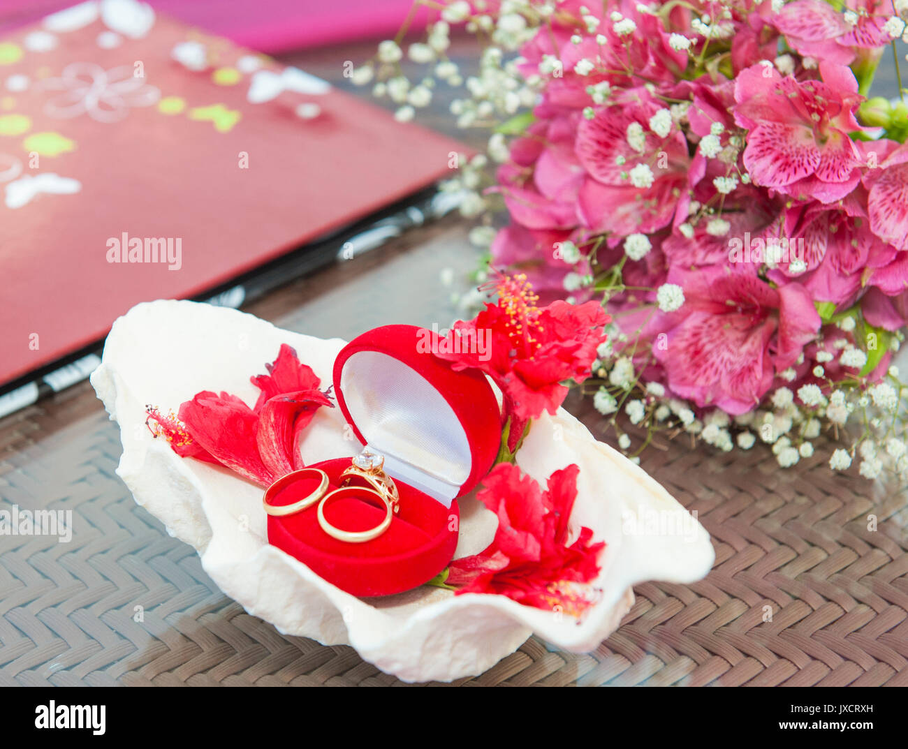 Wedding Bands Flowers Stock Photos & Wedding Bands Flowers Stock ...
