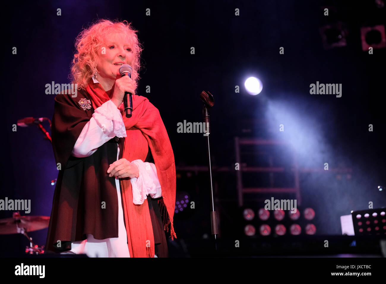Petula Clark performing at her first outdoor festival. Cropredy Festival, Banbury, Oxfordshire, England, August 11, 2017 - Stock Image