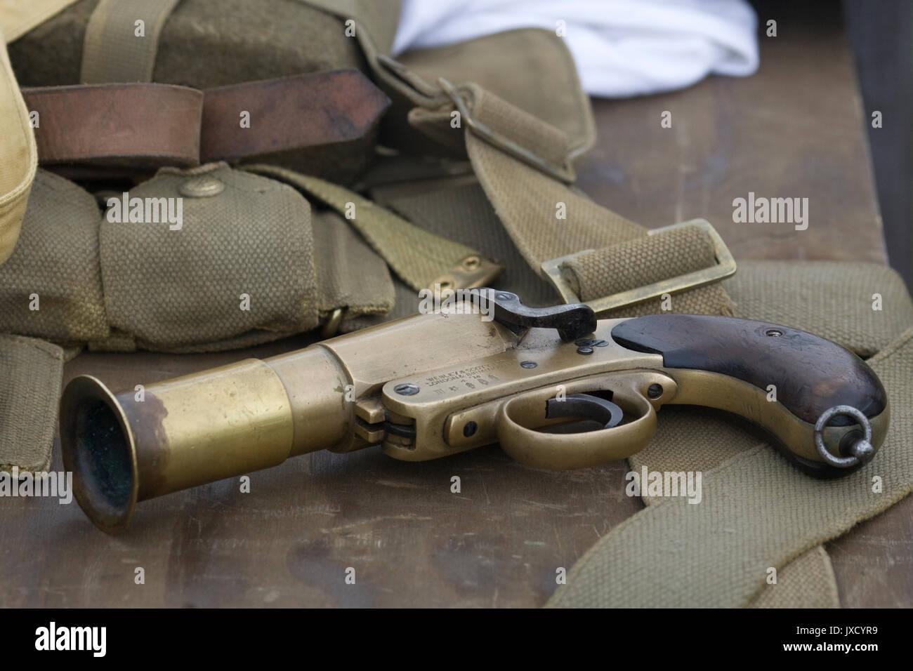 Webley & Scott Mk III flare pistol - Stock Image