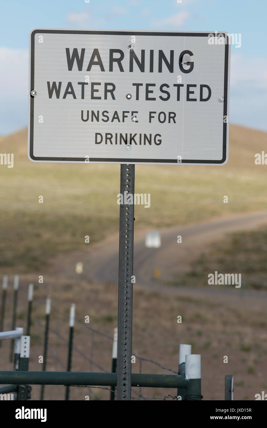 Sign warning of unsafe drinking water at the Saulsbury Rest Area on US Highway 6 in Nevada. - Stock Image