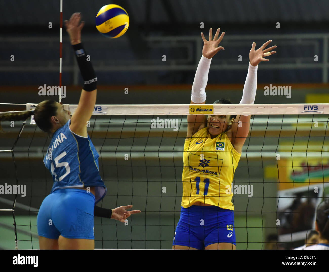 Argentina's Antonela Fortuna (L) in action against Brazil's Tandara Caixeta during their South American Women'sStock Photo