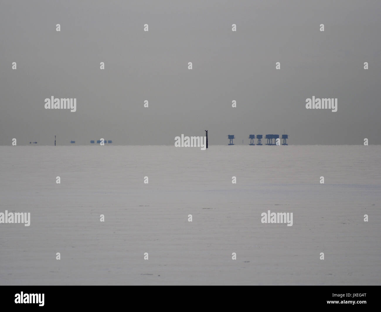 Sheerness, Kent. 16 Aug, 2017. UK Weather: a still morning with only a zephr. The Red Sands Towers on the right (Maunsell Forts). Credit: James Bell/Alamy Live News - Stock Image