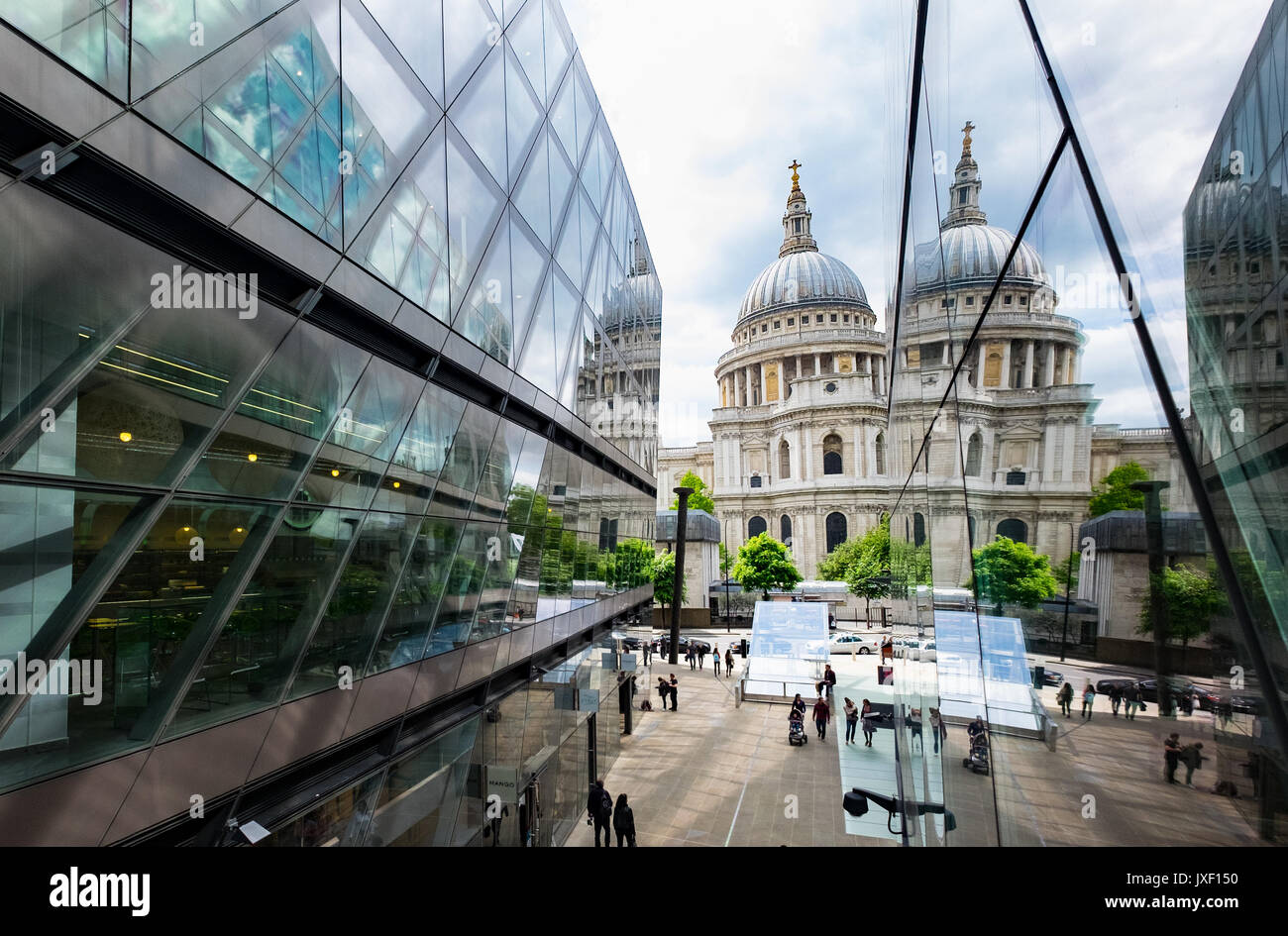 One New Change, looking toward St Pauls Cathedral - Stock Image