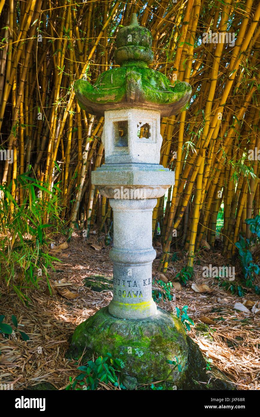 Japanese lantern and bamboo at Lili\'uokalani Park and garden, Hilo ...