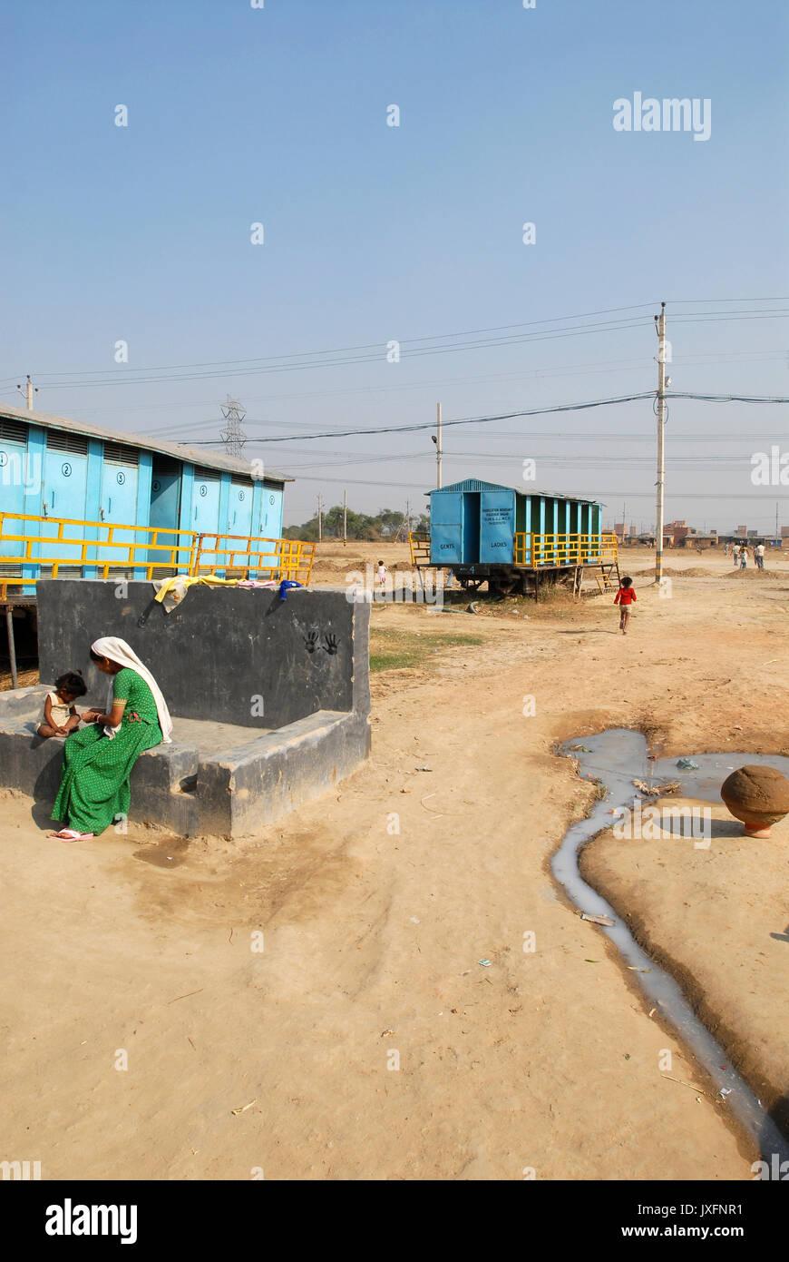 INDIA, New Delhi, forced shifted slum dweller at Slum Naglamachi at outskirts of Dehli, the people are mosty dalits, mobile toilets and washing facilities  / INDIEN  Neu Delhi ,  zwangs umgesiedelte Dalits im Slum Naglamachi am Stadtrand von Dehli - Stock Image