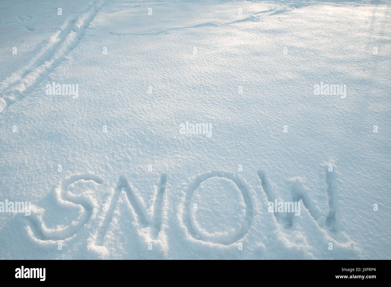 the word snow written in freshly fallen snow - Stock Image