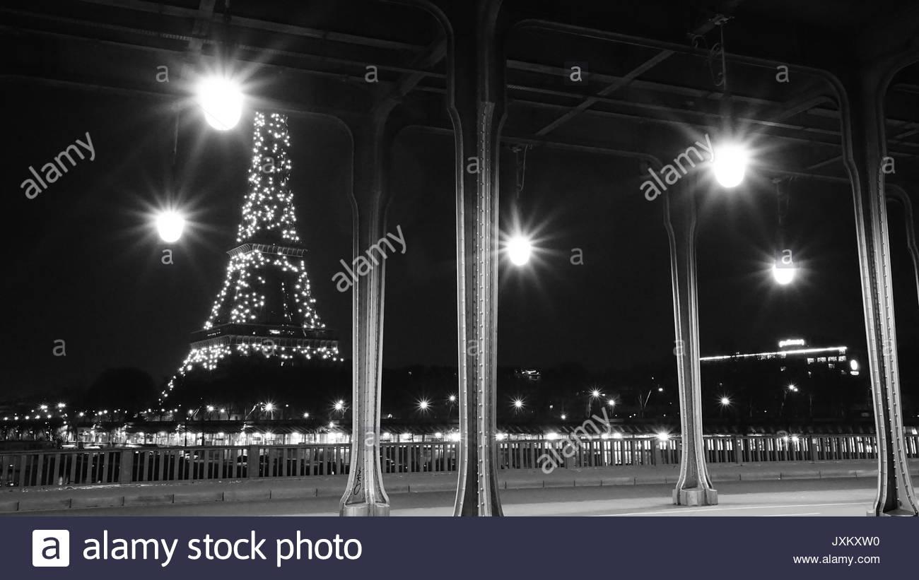 Bir-Hakeim Bridge, Paris - Stock Image