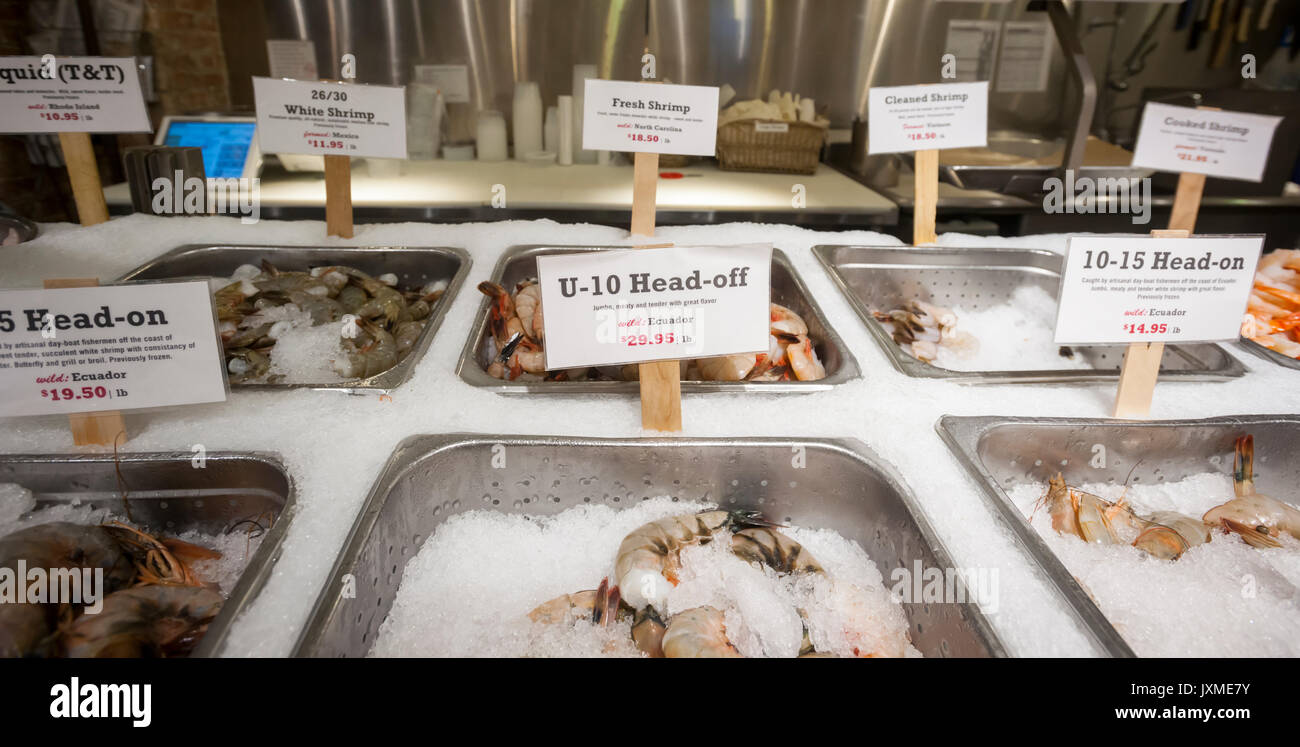 Both imported and domestic shrimp are on display in a seafood store in New York on Tuesday, August 8, 2017. The U.S. Senate Appropriations Committee and the Commerce, Justice and Science Appropriations Subcommittee have recently sought to add shrimp to the Seafood Import Monitoring Program. The U.S. imports 91 percent of the seafood it consumes. (© Richard B. Levine) - Stock Image
