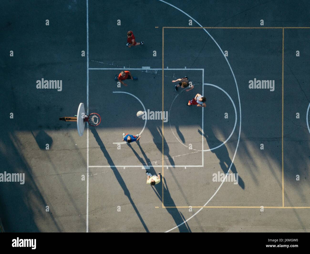 Overhead view of friends on basketball court playing basketball game - Stock Image