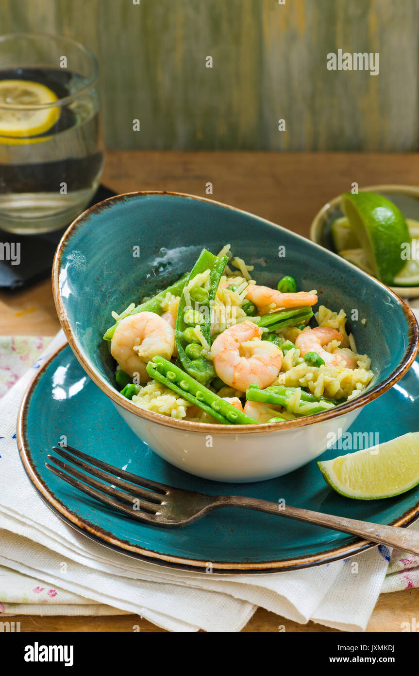 Thai prawn and pea pilaf garnished with a slice of lime - Stock Image
