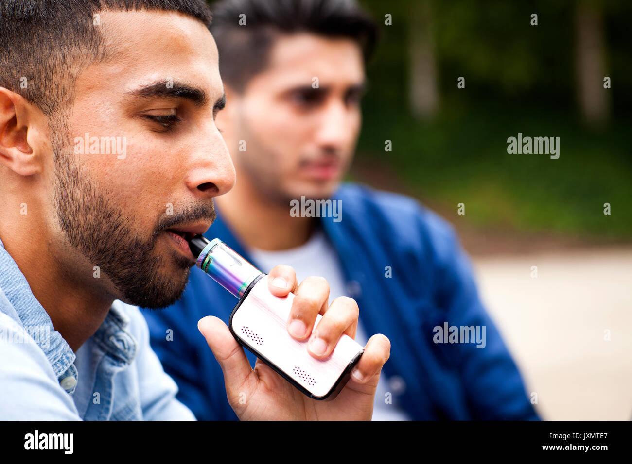 Man using vape - Stock Image