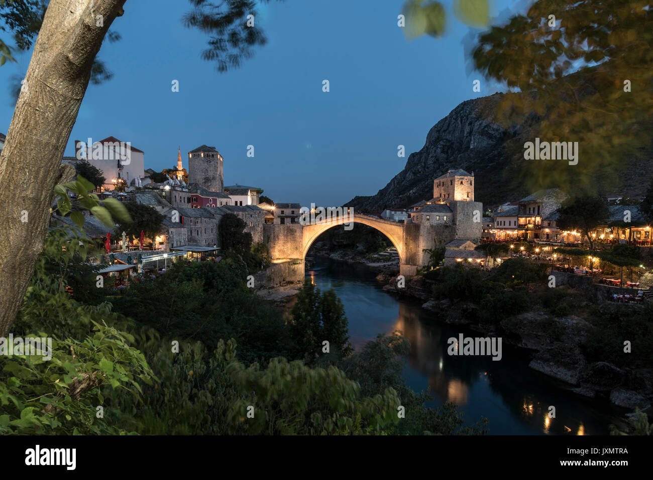 Stari Most at dusk, Mostar, Federation of Bosnia and Herzegovina, Bosnia and Herzegovina, Europe - Stock Image