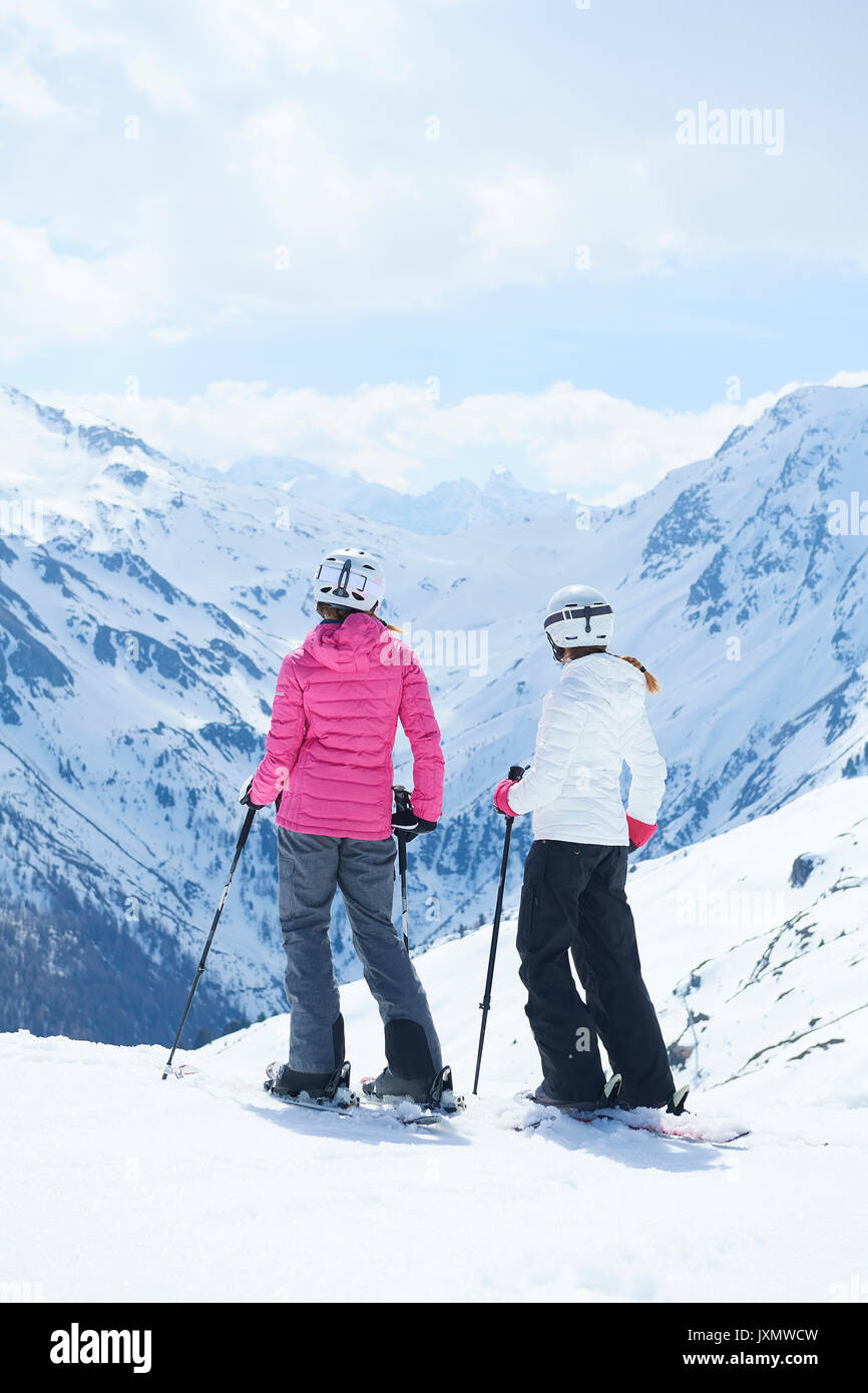 Mother and daughter on skiing holiday, Hintertux, Tirol, Austria - Stock Image