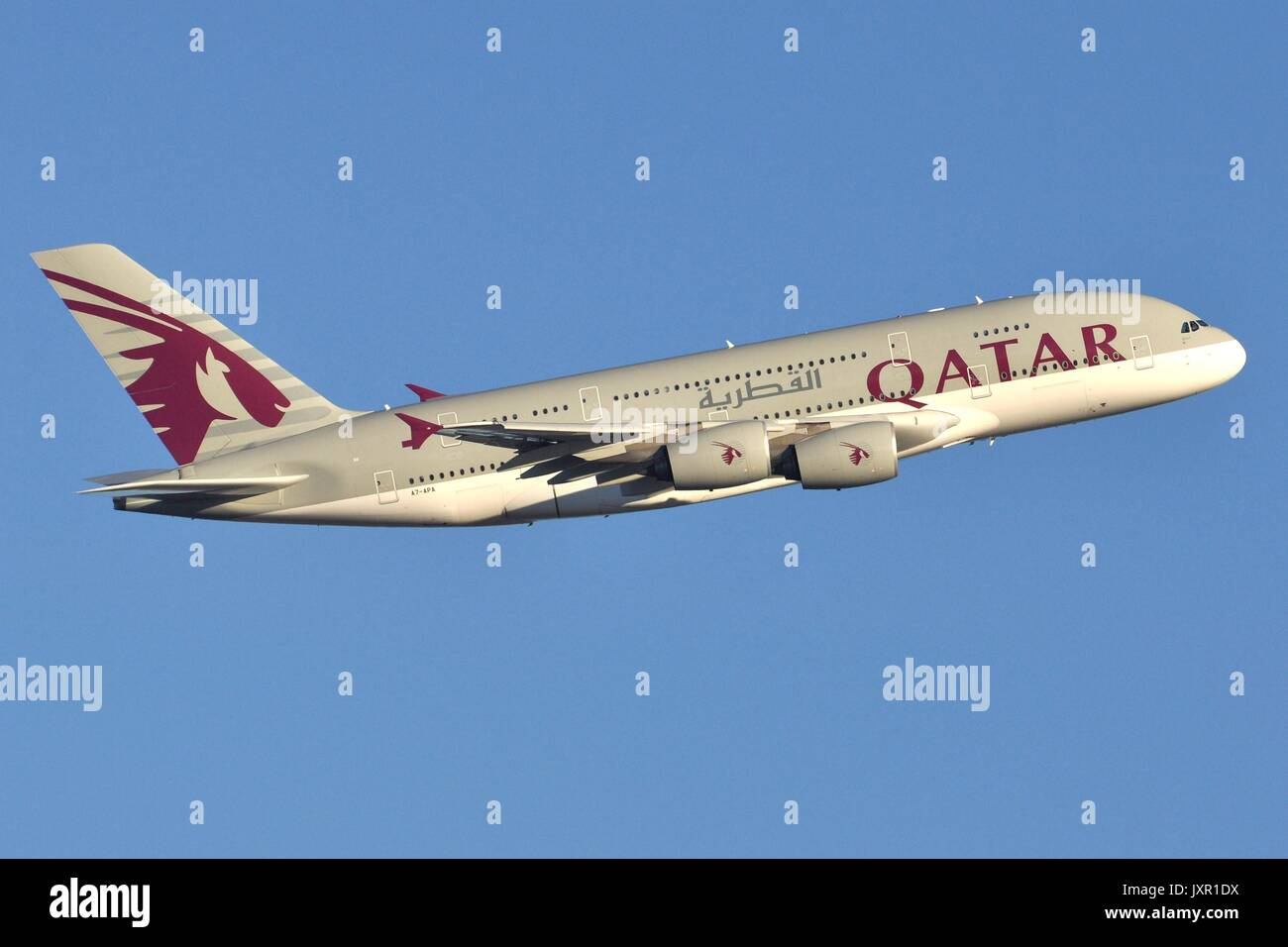 QATAR AIRWAYS AIRBUS A380-800 A7-APA - Stock Image