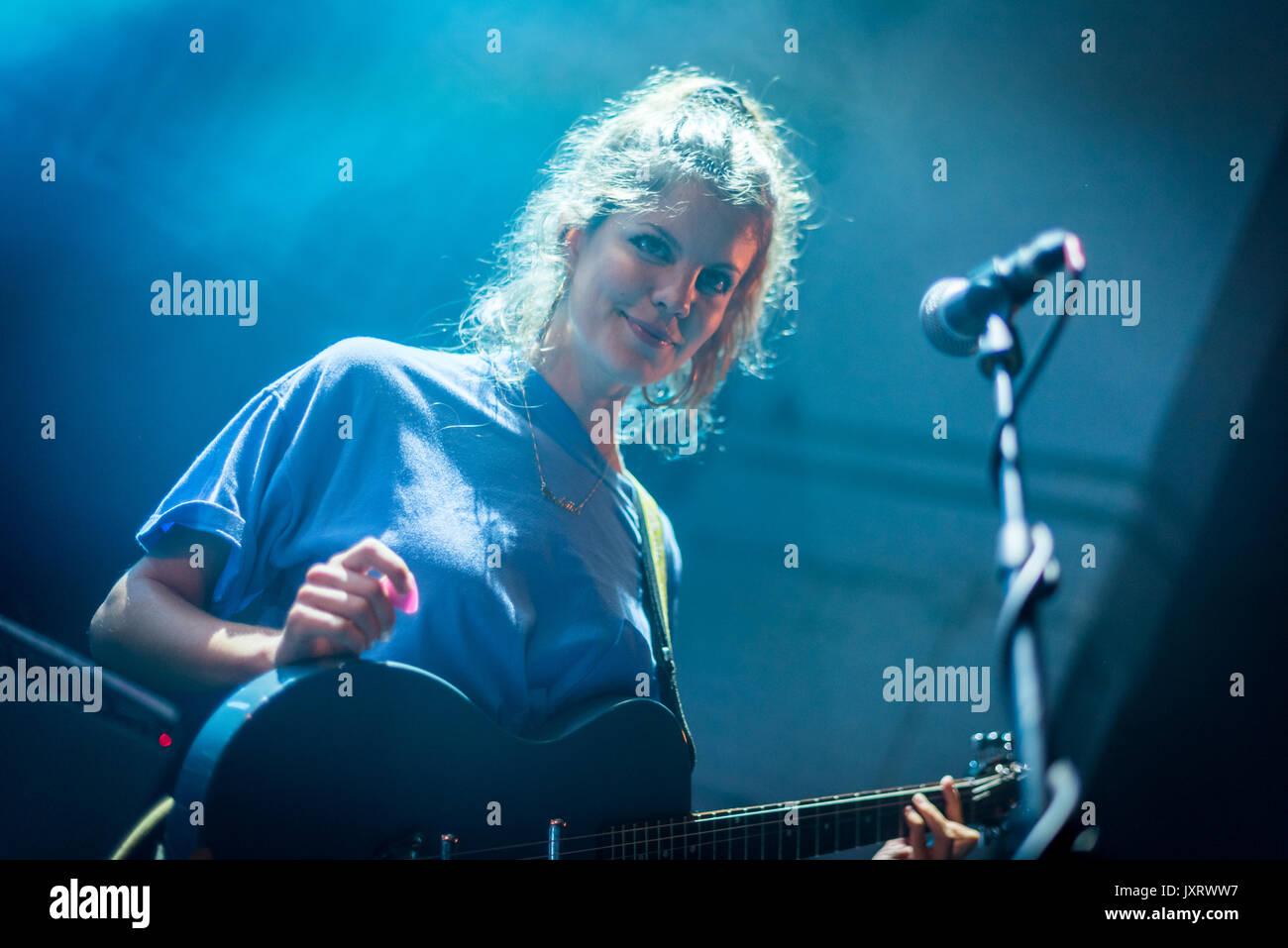 Edinburgh, Scotland, UK. 16th Aug, 2017. Carlotta Cosials of the Madrid band Hinds onstage at Summerhall, Edinburgh, Stock Photo