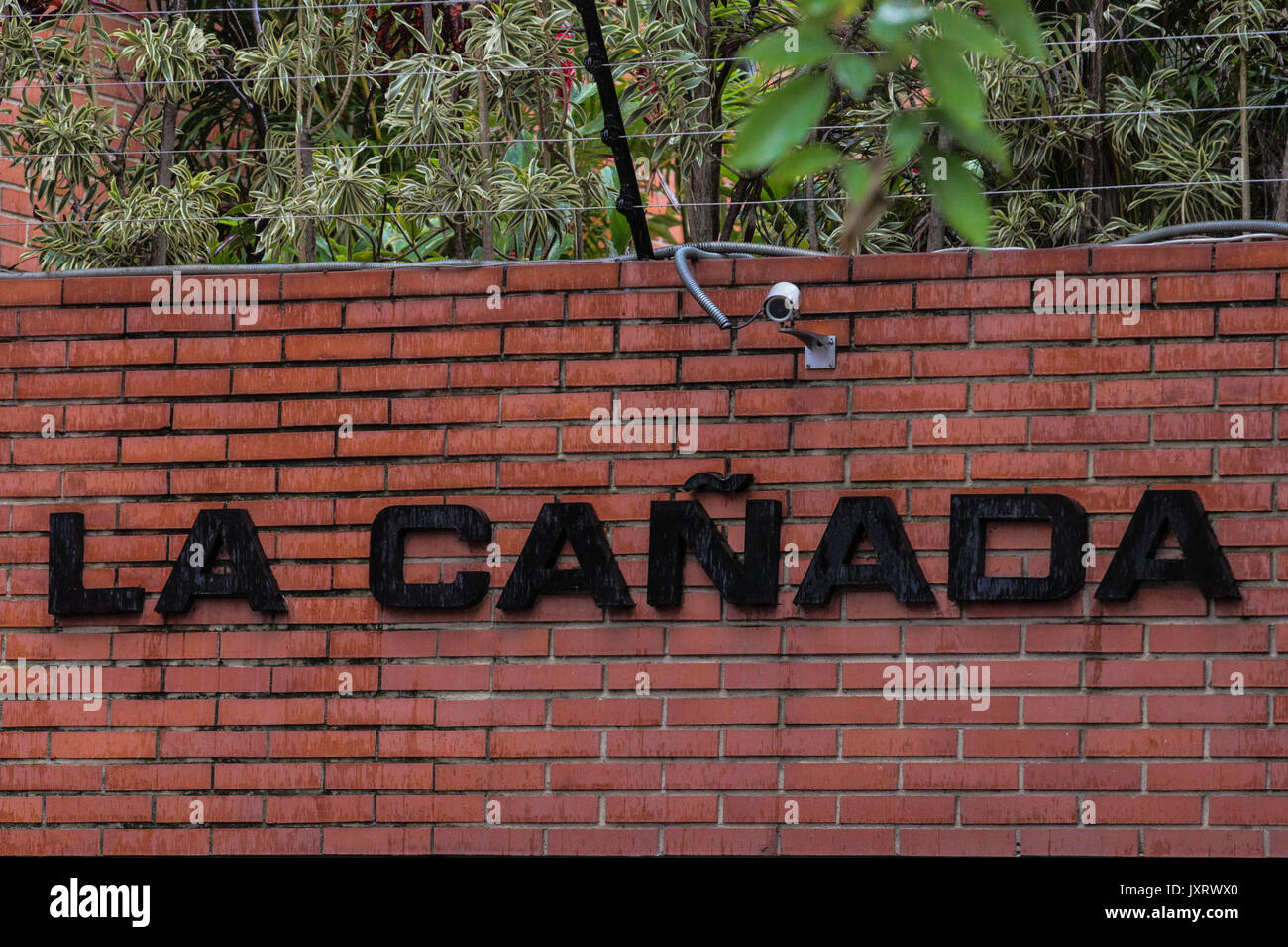 A view of La Canada building, residence of former Attorney General Luisa Ortega Diaz in Caracas, Venezuela, 16 August 2017. The Venezuelan Intelligence Service raid the house of Ortega hours after her successor Tarek William Saab demanded the incarceration of Ortega's husband German Ferrer, to whom the chavism accuses of leading an extorsion network. EFE/Cristian Hernandez - Stock Image