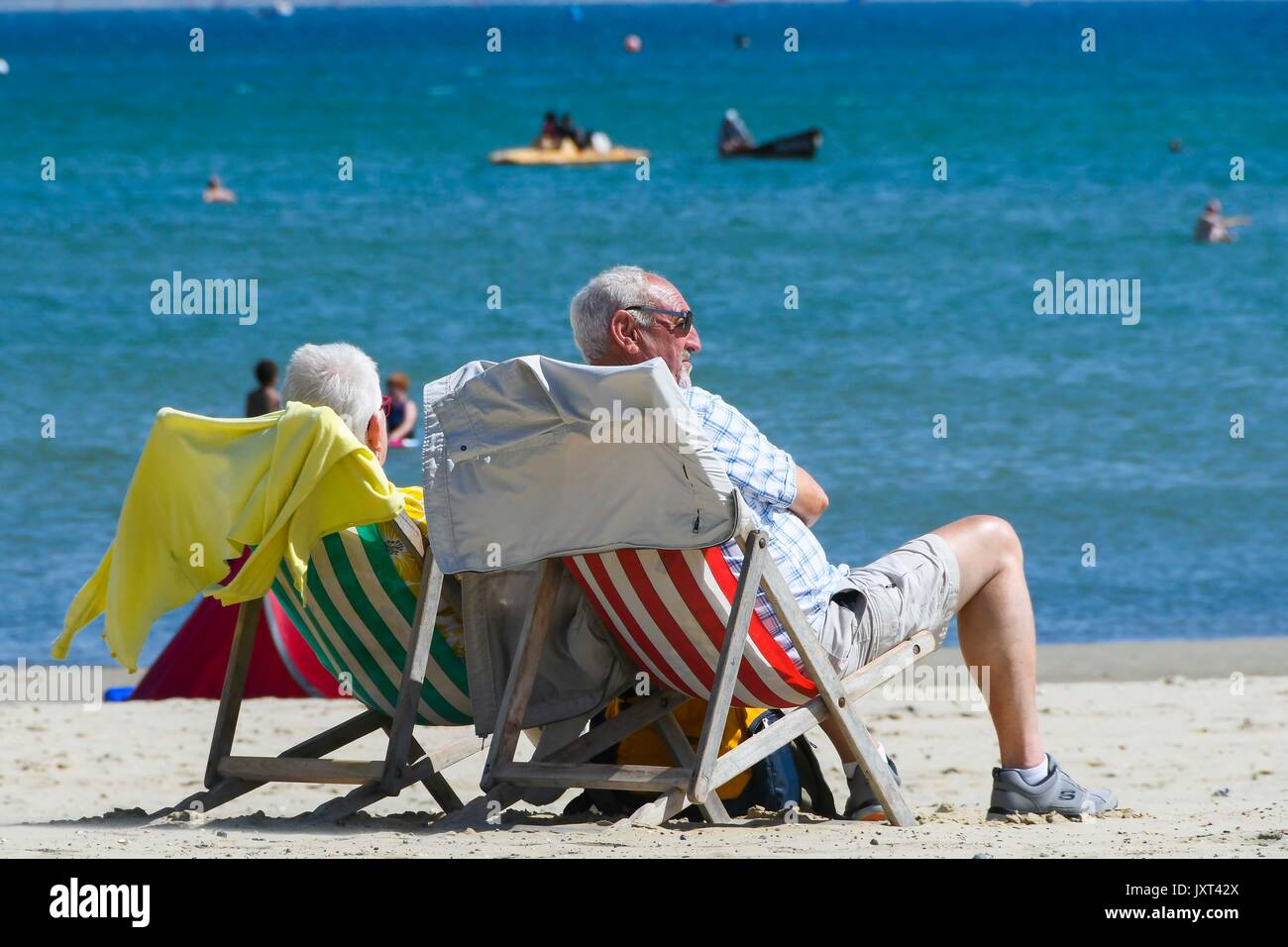 Weymouth, Dorset, UK. 17th Aug, 2017. UK Weather. Sunbathers on the beach enjoying the warm sunny weather at the Stock Photo
