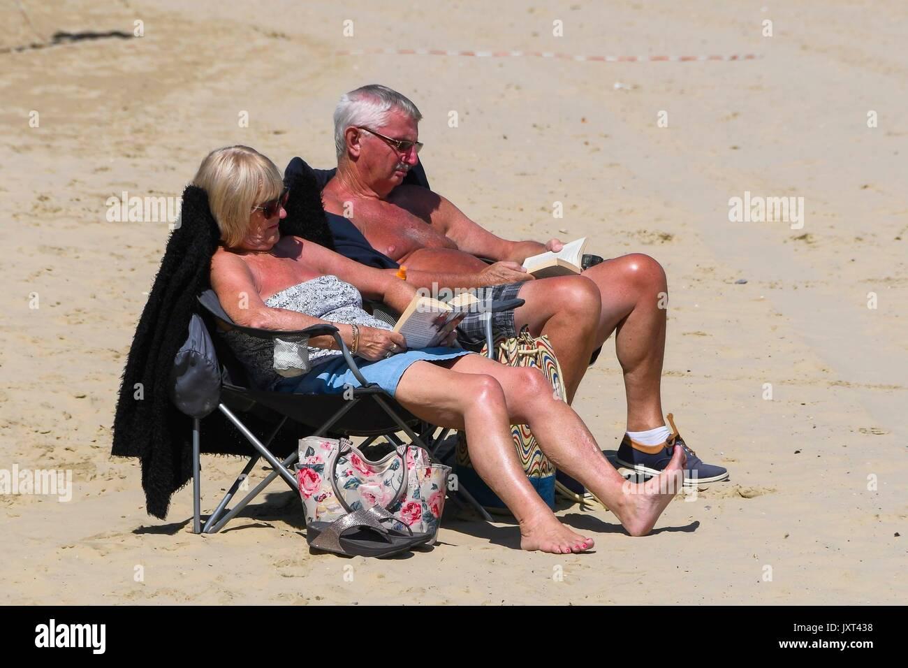 Weymouth, Dorset, UK. 17th Aug, 2017. UK Weather. Sunbathers on the beach enjoying the warm sunny weather at the Stock Photo