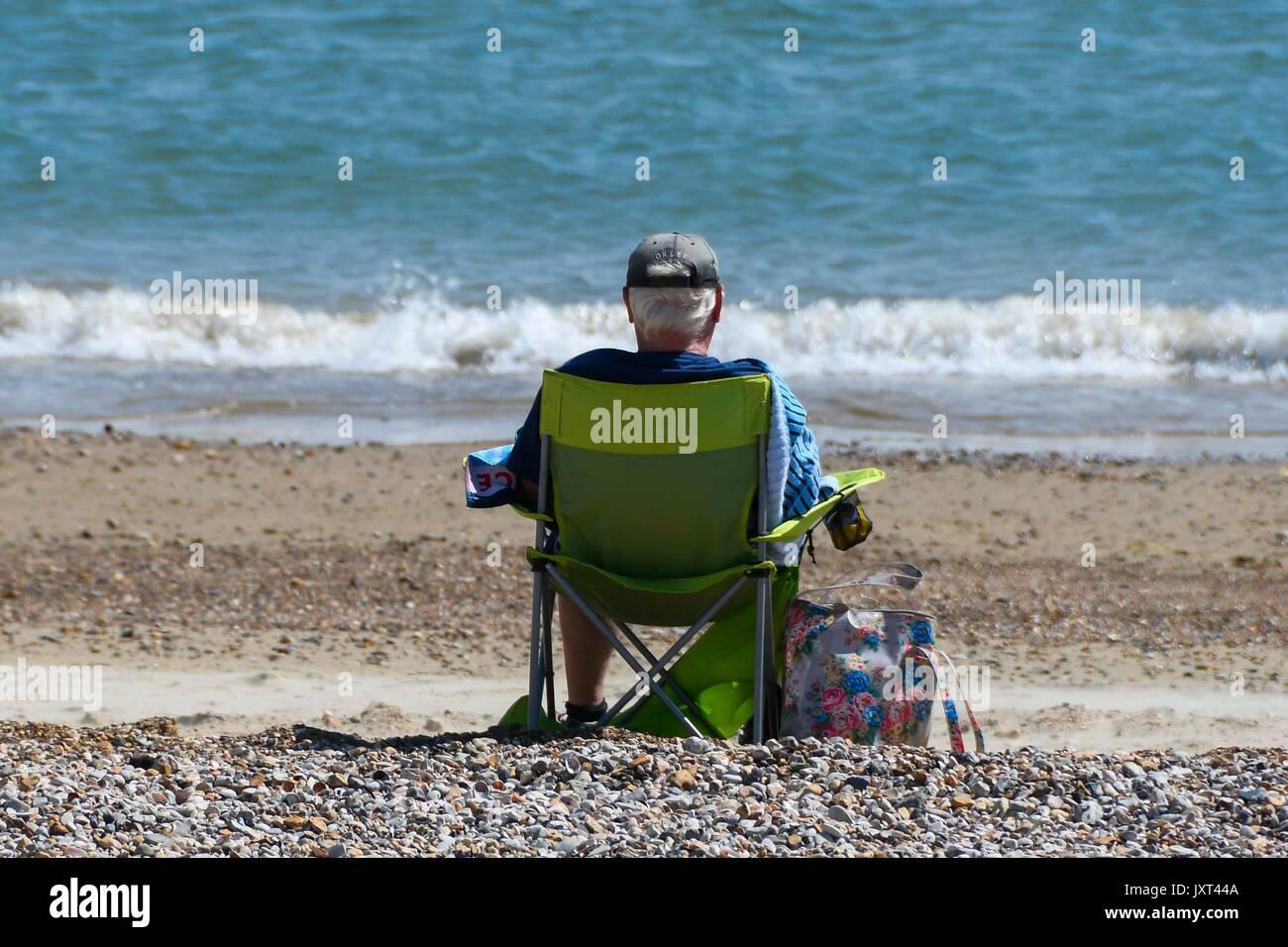 Weymouth, Dorset, UK. 17th Aug, 2017. UK Weather. Holidaymaker on the beach enjoying the warm sunny weather at the Stock Photo