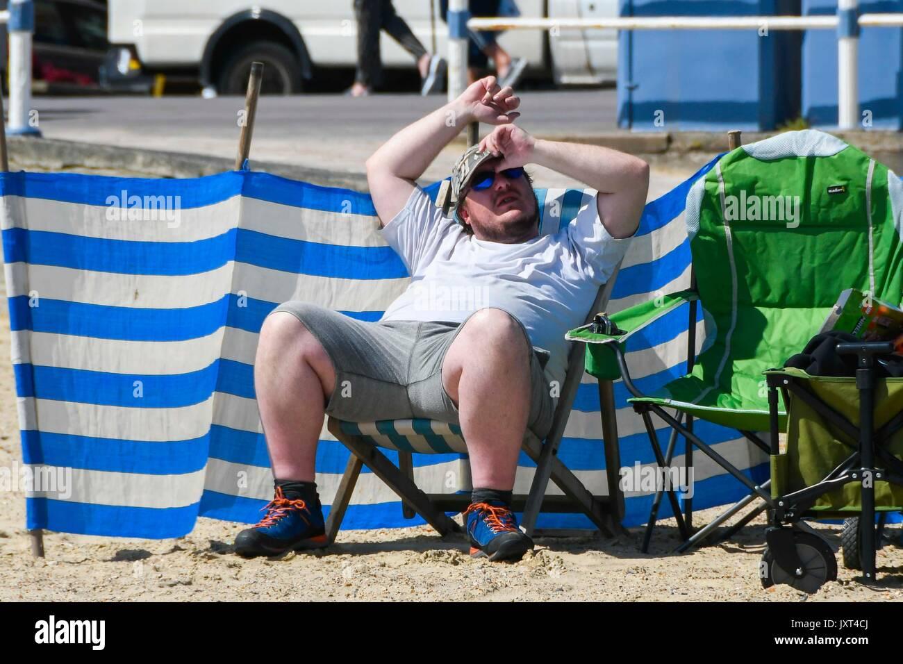Weymouth, Dorset, UK. 17th Aug, 2017. UK Weather. Holidaymakers and sunbathers on the beach enjoying the warm sunny Stock Photo