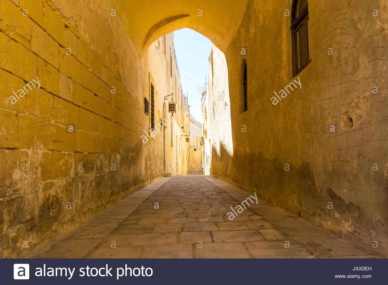 narrow lane in mdina, malta - Stock Image