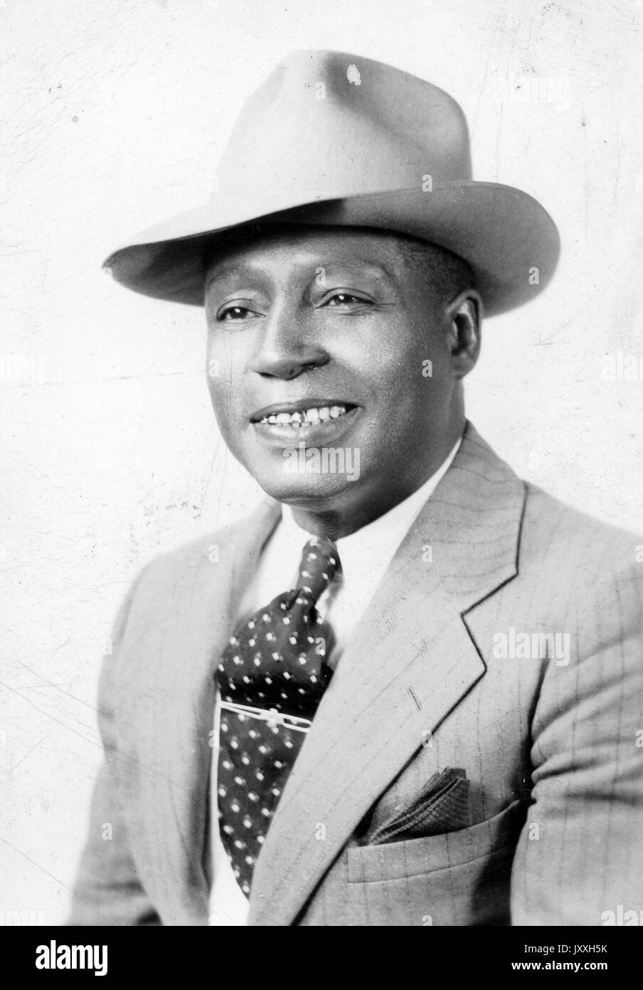 African Man Wearing Suit Hat Black and White Stock Photos   Images ... d340b98529d9