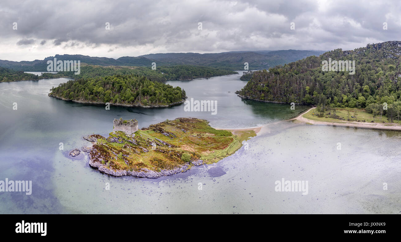 Aerial view of the old ruined Castle Tioram in the Highlands of Scotland - Stock Image