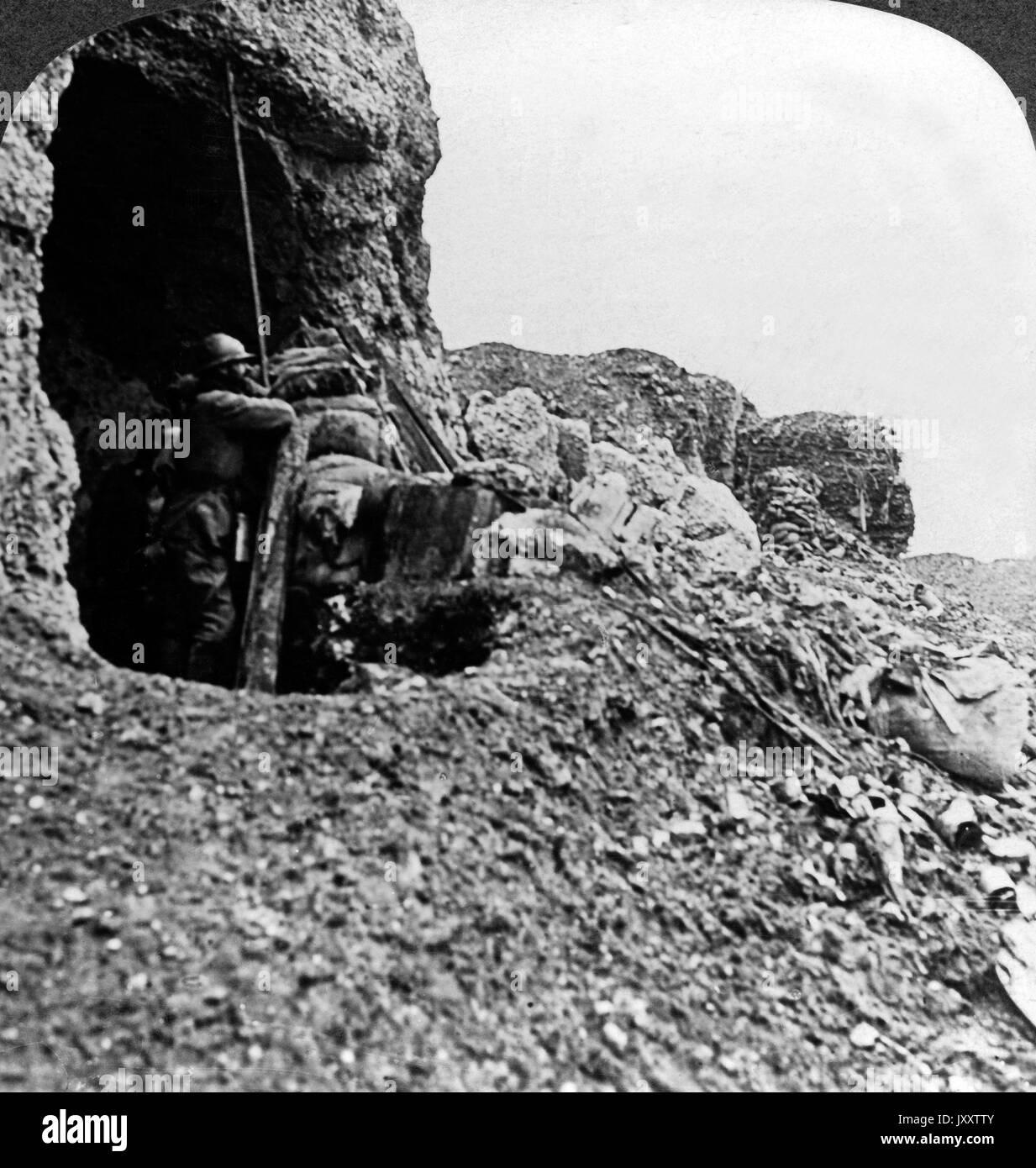 Die schreckliche Verüwstung einst fruchbarer Hügel und Täler, Frankreich 1916. The terrible desolation of once fertile hills and valleys, France 1916. - Stock Image