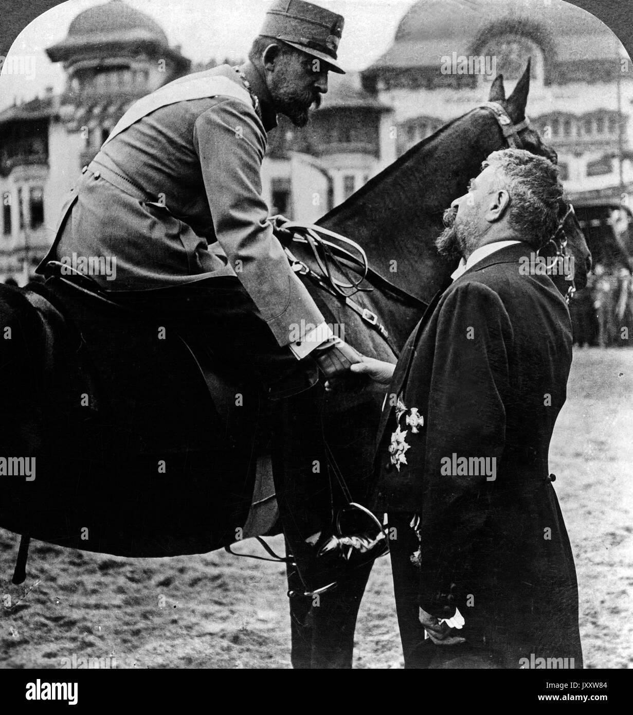 König Ferdinand I. von Rumänien verabschiedet sich von seinem Premierminister, bevor er an die Front geht, Bukarest 1916. King Ferdinand I of Romania bidding his prime minister good bye before leaving for front, Bucharest 1916. - Stock Image