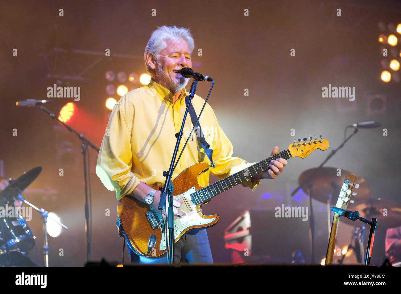 Simon Nicol of Fairport Convention performing at Fairport's Cropredy Convention, Banbury, Oxfordshire, England, August 12, 2017 - Stock Image