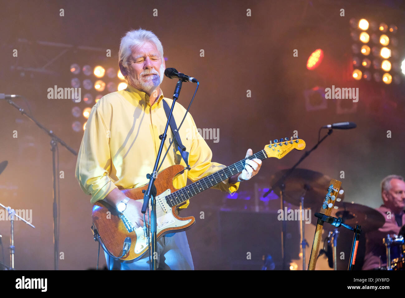 Simon Nicol of Fairport Convention performing at Fairport's Cropredy Convention, Banbury, Oxfordshire, England, Stock Photo