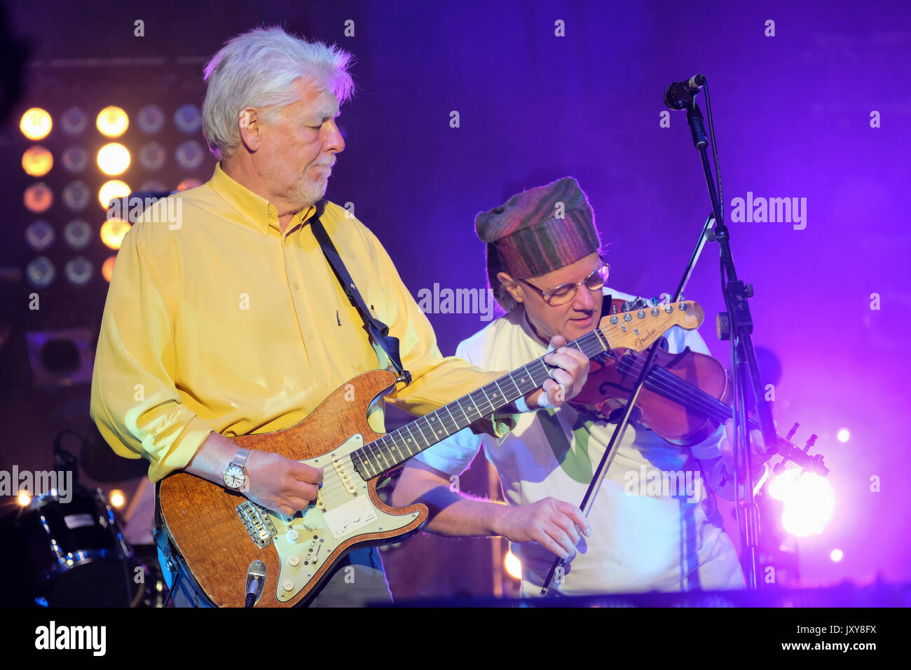 Simon Nicol and Ric Sanders of Fairport Convention performing at Fairport's Cropredy Convention, Banbury, Oxfordshire, England, August 12, 2017 - Stock Image