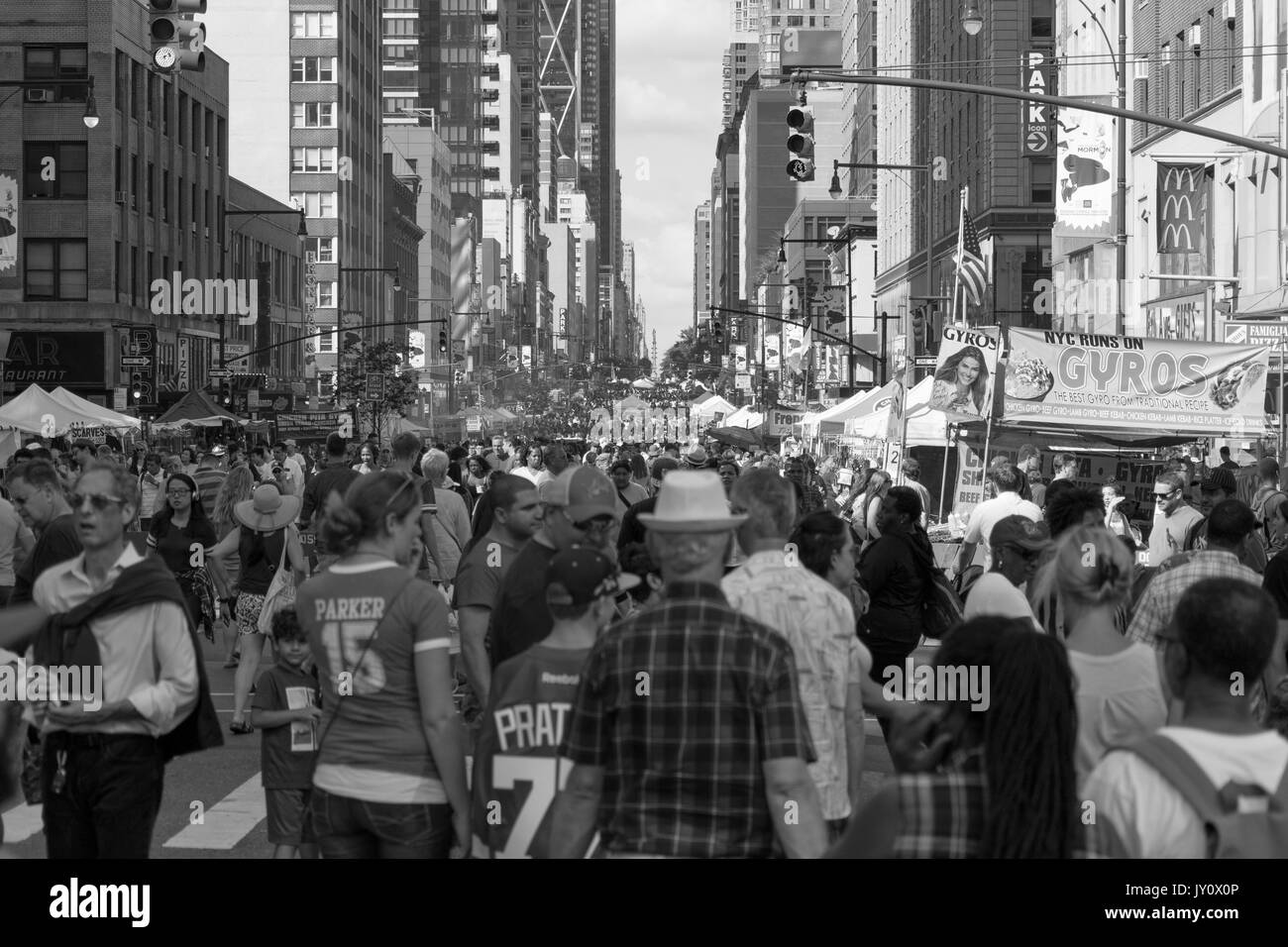 Busy New York City street market - Stock Image