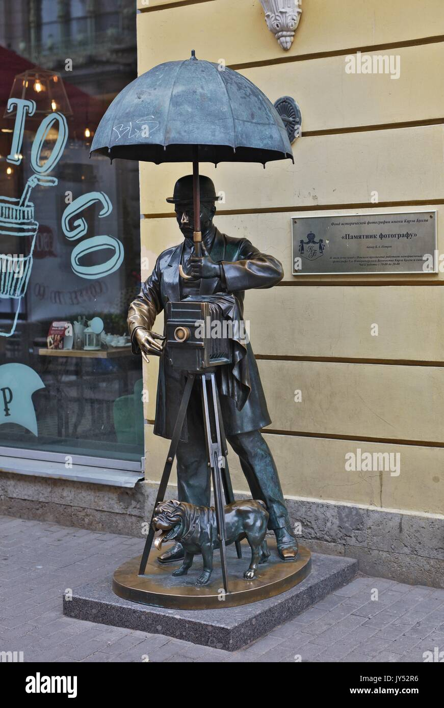 Bronze sculpture of a Photographer - Stock Image