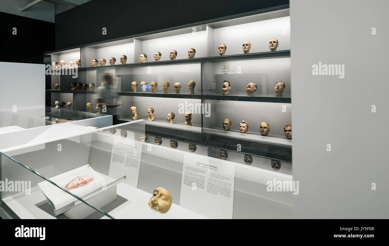 Dresden, Germany. 17th Aug, 2017. Mannequin heads from the 1930s photographed in an exhibition room of the new exhibition 'The face. A search for clues' ('Das Gesicht. Eine Spurensuche') in the German Hygiene Museum in Dresden, Germany, 17 August 2017. The exhibition takes place between 19 August 2017 and 25 February 2018. Photo: Oliver Killig/dpa-Zentralbild/dpa/Alamy Live News - Stock Image