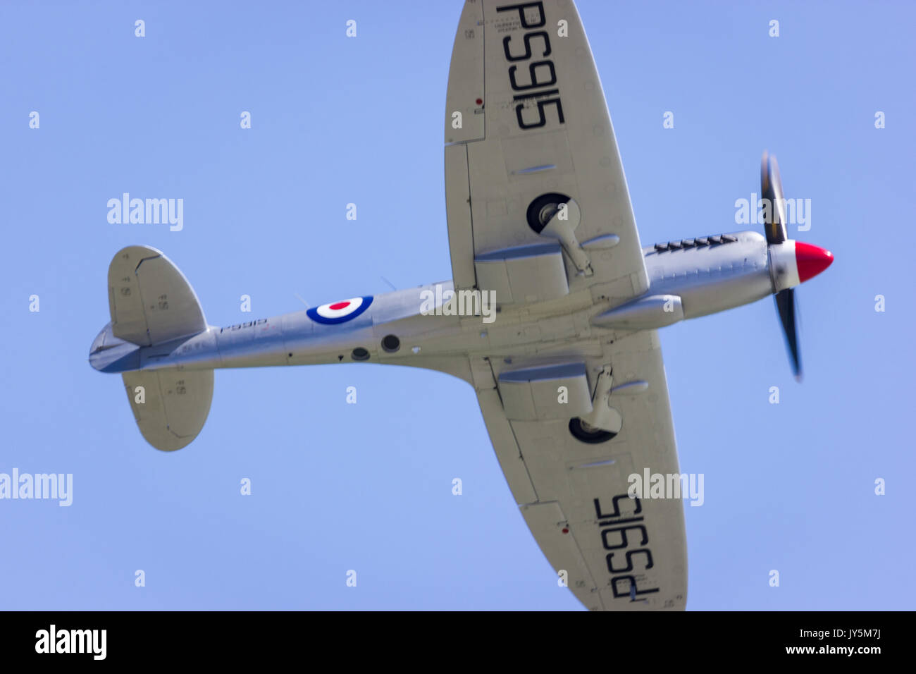 Eastbourne, East Sussex, United Kingdom. 18th Aug, 2017.BBMF Spitfire PS915 flies at the 25th Eastbourne Airshow Credit: Alan Fraser/Alamy Live News - Stock Image