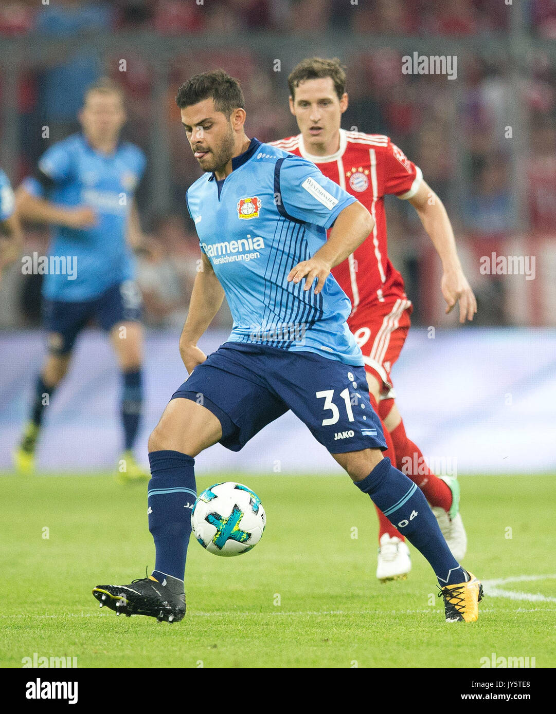 Deutschland. 18th Aug, 2017. Kevin VOLLAND (Leverkusen) mit Ball, Einzelaktion GES/ Fussball/ 1. Bundesliga: FC Bayern Munich - Bayer 04 Leverkusen, 18.08.2017 -- Football/ Soccer 1st. German Bundesliga Division: Bavaria Munich vs Bayer 04 Leverkusen, Munich, August 18, 2017 | Verwendung weltweit Credit: dpa/Alamy Live News - Stock Image